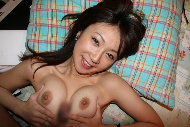 【おっぱい】ガッツリパイズリしちゃってるお姉さんのエロ画像!【30枚】 25