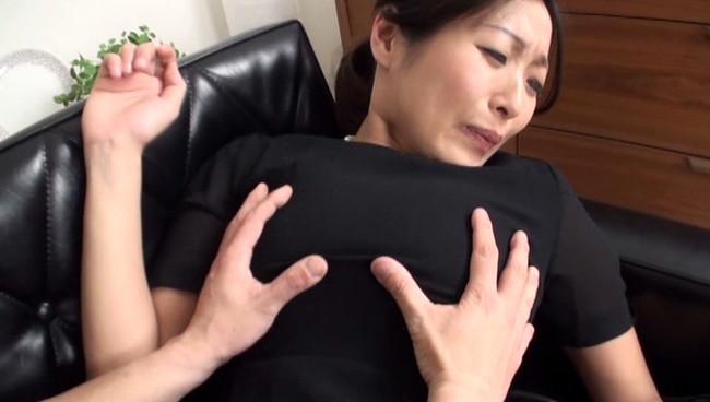 【おっぱい】旦那さんを早々に喪ってしまった未亡人のエロ画像!【30枚】 23