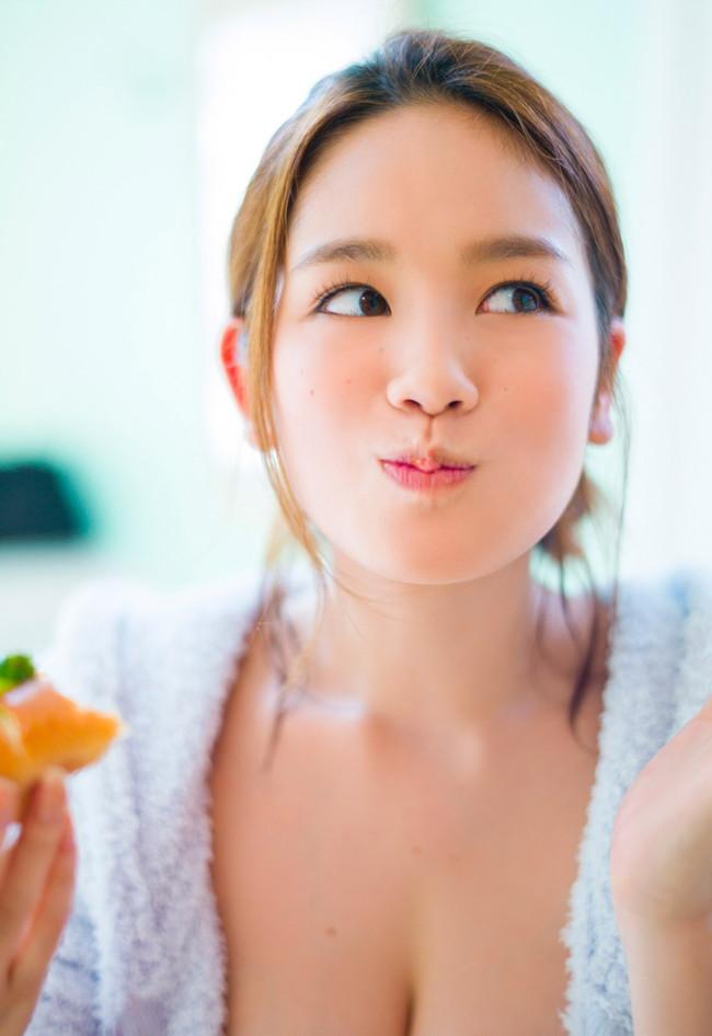 【おっぱい】Hカップの垂れ下がったおっぱいにそそられる筧美和子の微エロ画像【30枚】 30