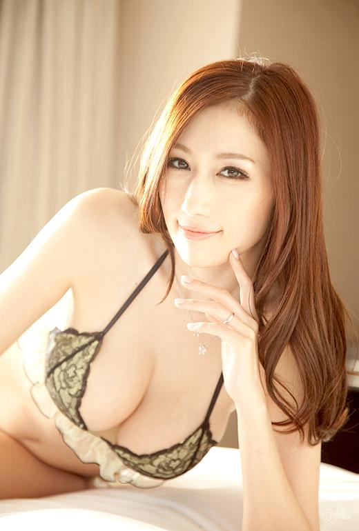 【おっぱい】ピンク色のデカ乳輪がセクシーなAV女優JULIAのエロ画像!【30枚】 17