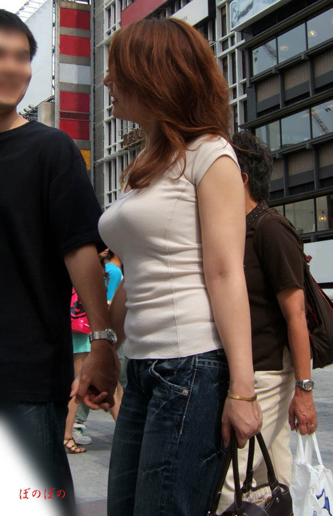 【おっぱい】真夏が恋しい!薄着になっておっぱいを強調しているお姉さんのエロ画像!【30枚】 06