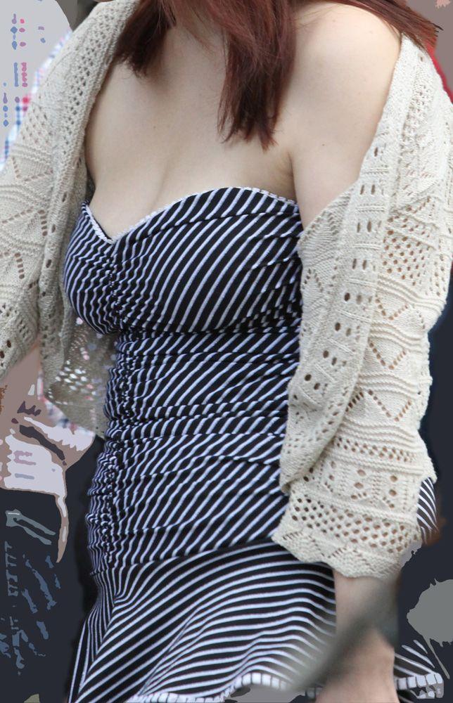 【おっぱい】真夏が恋しい!薄着になっておっぱいを強調しているお姉さんのエロ画像!【30枚】 13