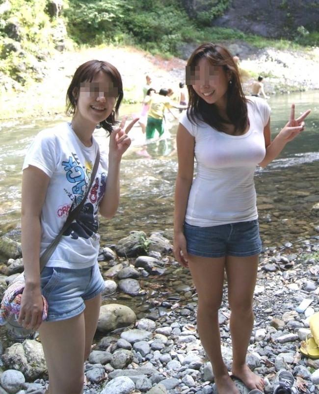 【おっぱい】真夏が恋しい!薄着になっておっぱいを強調しているお姉さんのエロ画像!【30枚】 29