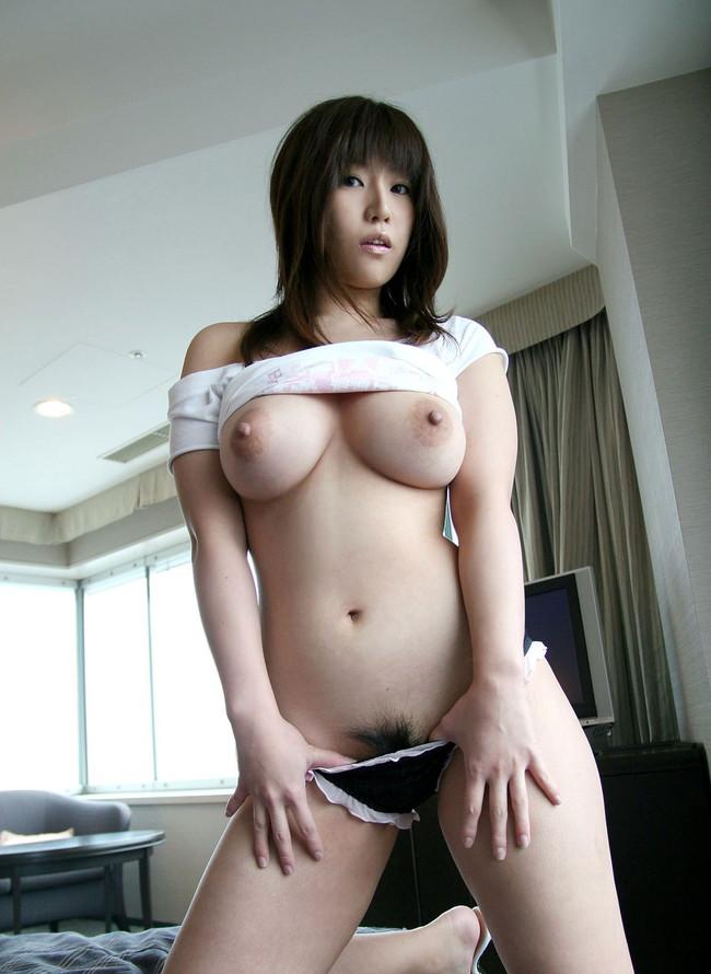 【おっぱい】衣類を脱ぎかけてこちらを誘惑してくるお姉さんのエロ画像!【30枚】 01