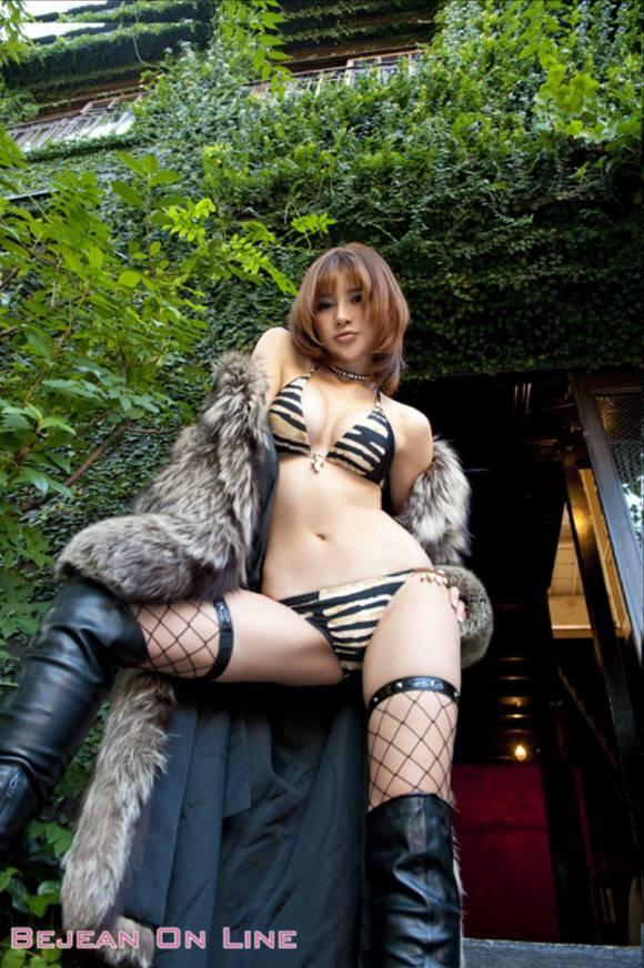 【おっぱい】スレンダーボディが魅力的なグラビアアイドル、手島優の微エロ画像!【30枚】 24
