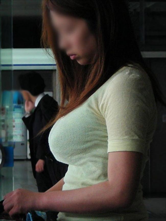 【おっぱい】服の上からでもバッチリ分かってしまう着衣巨乳のエロ画像!【30枚】 01