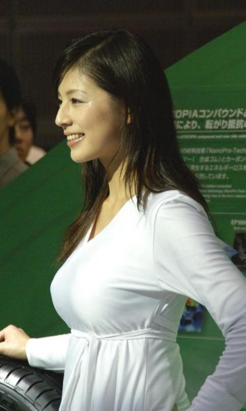 【おっぱい】服の上からでもバッチリ分かってしまう着衣巨乳のエロ画像!【30枚】 25
