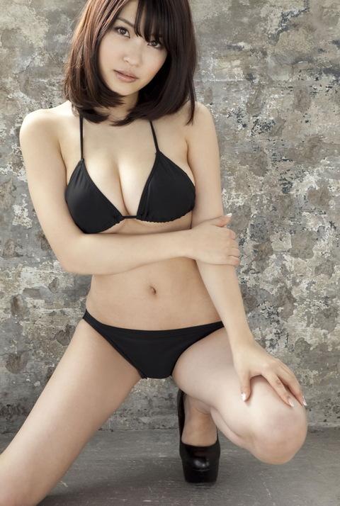 【おっぱい】横乳にそそられてしまうグラビアアイドル岸明日香のエロ画像!【30枚】 13