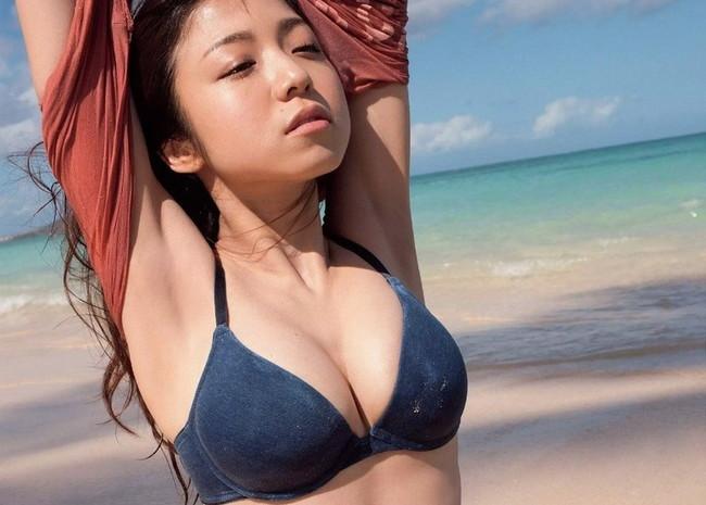 【おっぱい】ベビーフェイスに似つかわない巨乳がそそられる中村静香のエロ画像【30枚】 25