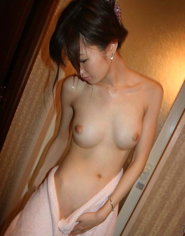 【おっぱい】美乳の代名詞!おわん型おっぱいが美しいお姉さんのエロ画像!【30枚】 04