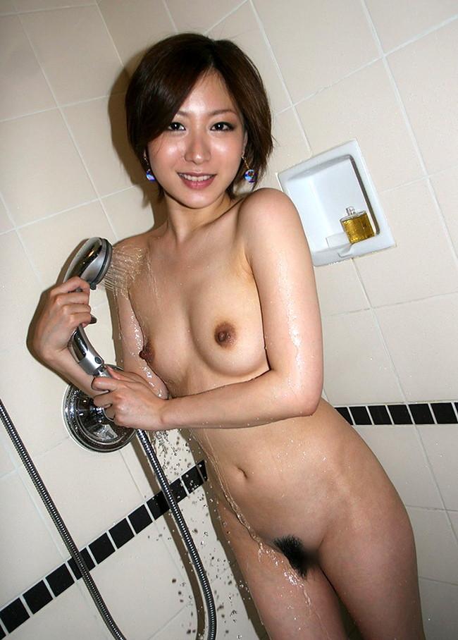 【おっぱい】シャワーを浴びている所がなんともイヤらしいお姉さんのエロ画像!【30枚】 03