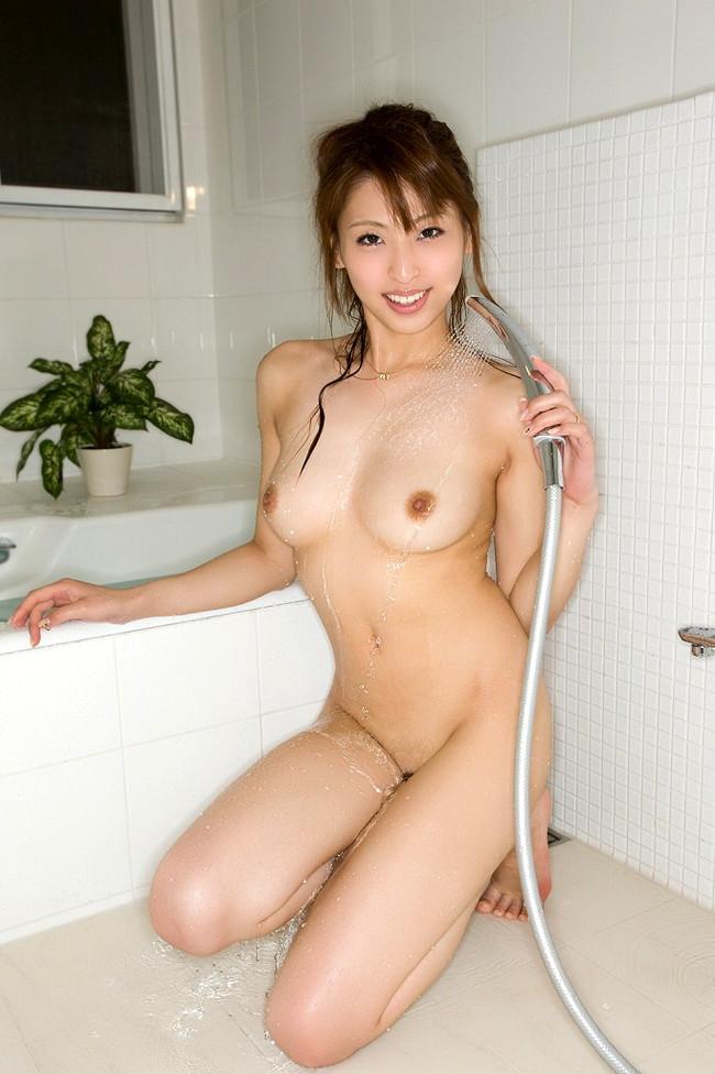 【おっぱい】シャワーを浴びている所がなんともイヤらしいお姉さんのエロ画像!【30枚】 05