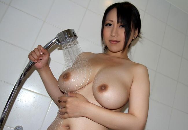 【おっぱい】シャワーを浴びている所がなんともイヤらしいお姉さんのエロ画像!【30枚】 06