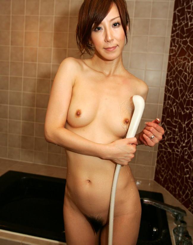 【おっぱい】シャワーを浴びている所がなんともイヤらしいお姉さんのエロ画像!【30枚】 24