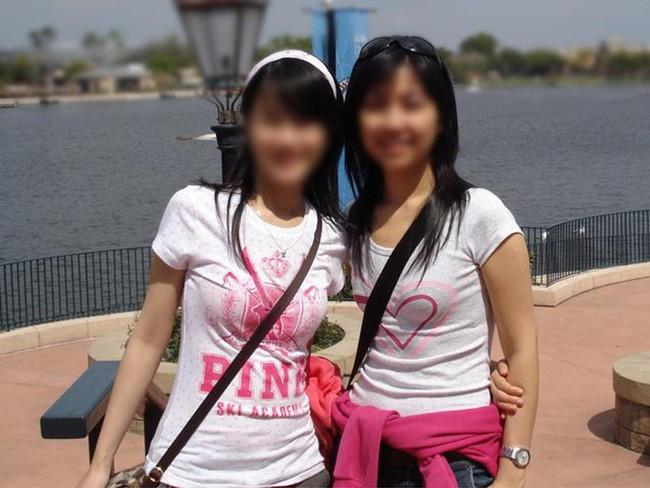 【おっぱい】パイスラでおっぱいを強調しているお姉さんのエロ画像!【30枚】 13