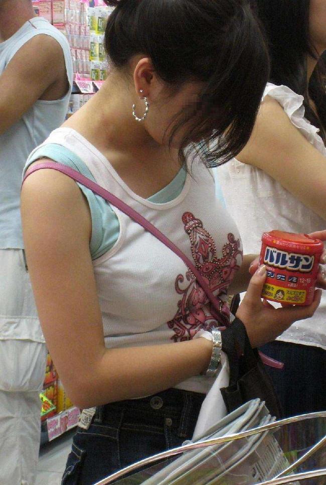 【おっぱい】パイスラでおっぱいを強調しているお姉さんのエロ画像!【30枚】 14