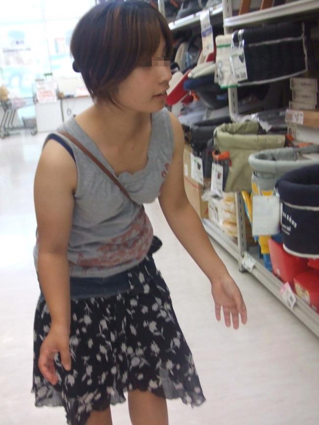 【おっぱい】パイスラでおっぱいを強調しているお姉さんのエロ画像!【30枚】 16
