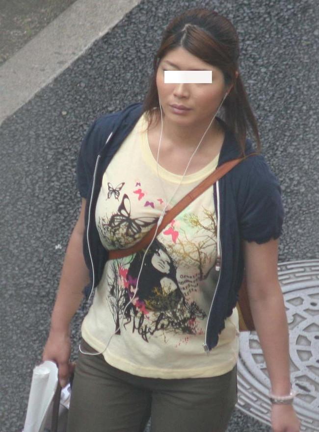 【おっぱい】パイスラでおっぱいを強調しているお姉さんのエロ画像!【30枚】 21