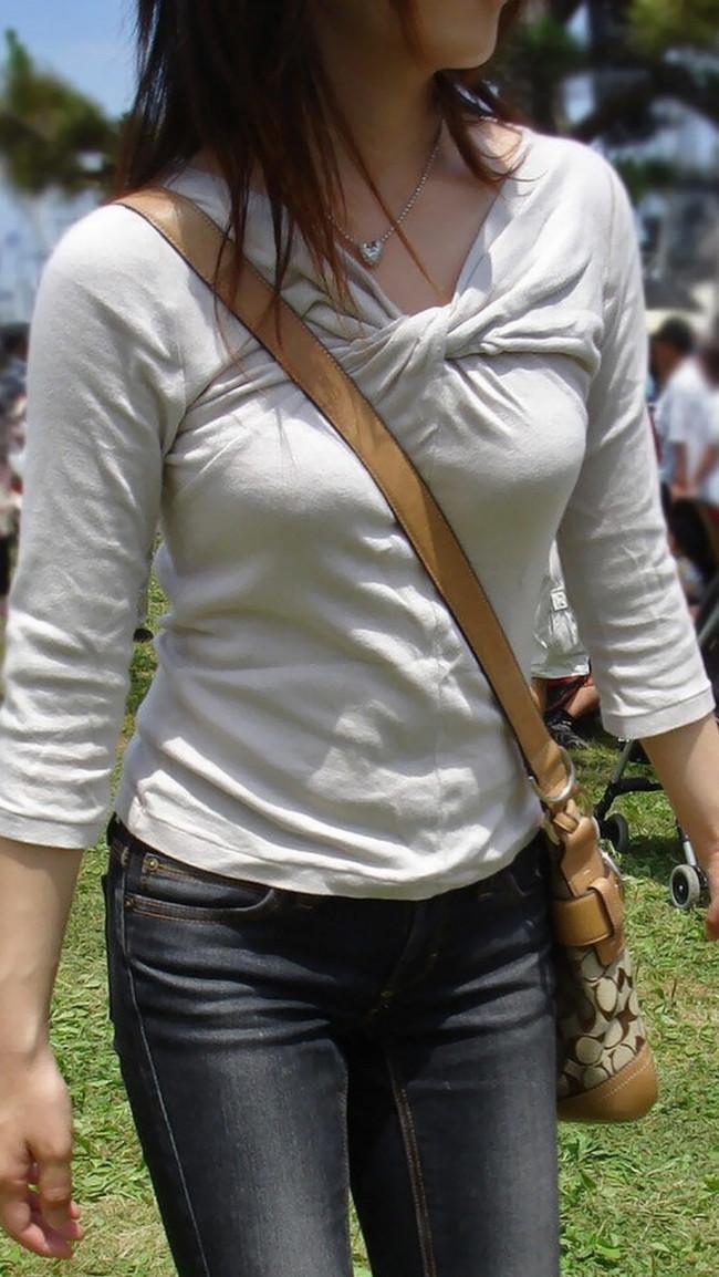【おっぱい】パイスラでおっぱいを強調しているお姉さんのエロ画像!【30枚】 24