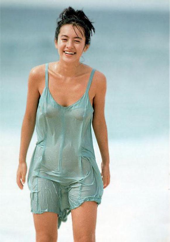 【おっぱい】水着やバスタオルが濡れたりしておっぱいが透けて見えるエロ画像!【30枚】 27