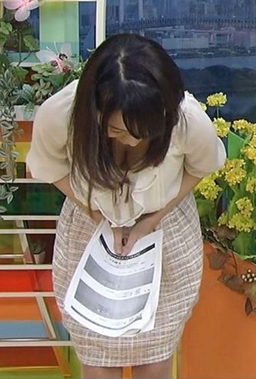 【おっぱい】ハプニングで乳首や乳輪が見えちゃってるお姉さんのエロ画像!【30枚】 01