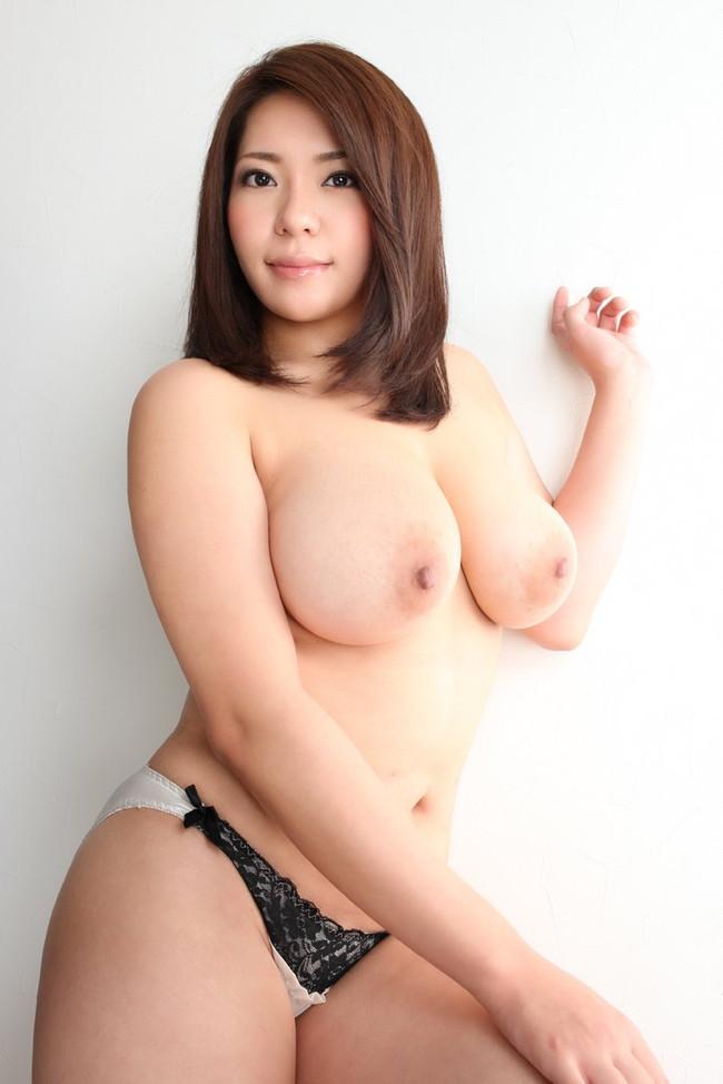 【おっぱい】重量級ボディが素晴らしいAV女優杏美月のエロ画像!【30枚】 01
