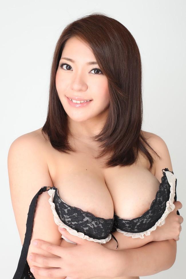 【おっぱい】重量級ボディが素晴らしいAV女優杏美月のエロ画像!【30枚】 09