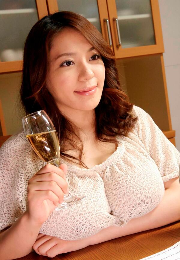 【おっぱい】重量級ボディが素晴らしいAV女優杏美月のエロ画像!【30枚】 18
