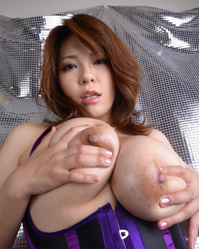 【おっぱい】重量級ボディが素晴らしいAV女優杏美月のエロ画像!【30枚】 29