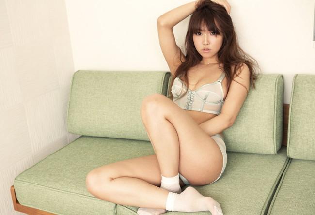 【おっぱい】可愛らしい笑顔が特徴のAV女優三上悠亜のエロ画像【30枚】 29