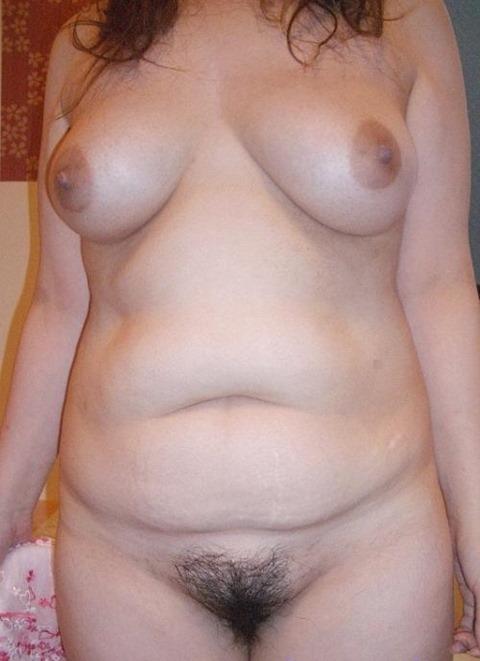 【おっぱい】全体的に肉付きの良いぽっちゃり熟女のエロ画像【30枚】 26