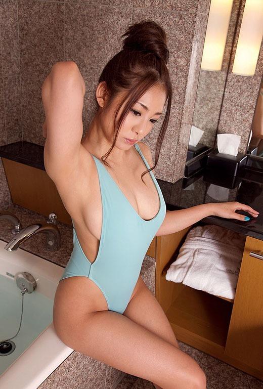 【おっぱい】Hカップの爆乳が魅力的なAV女優初音みのりのエロ画像!【30枚】 01