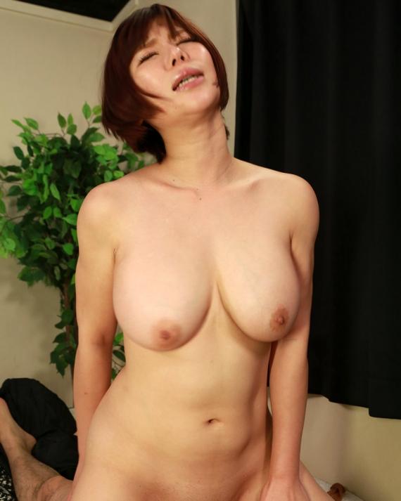 【おっぱい】ムチムチボディのお姉さんと騎乗位セックスしているエロ画像!【30枚】 25