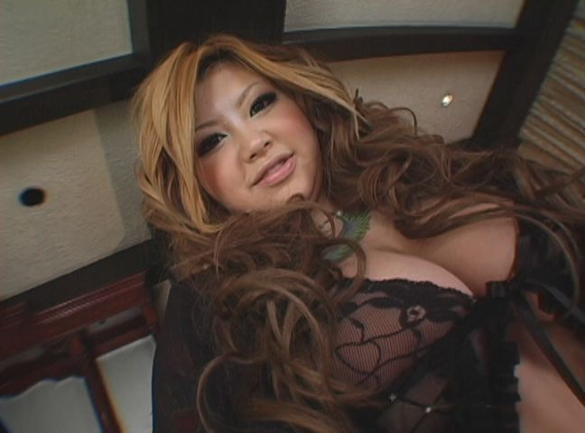 【おっぱい】ぽっちゃりとした肉体がたまらんAV女優和希エリのエロ画像!【30枚】 21