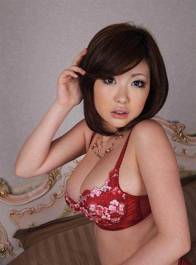 【おっぱい】人気巨乳AV女優浜崎りおのエロ画像!【30枚】 10