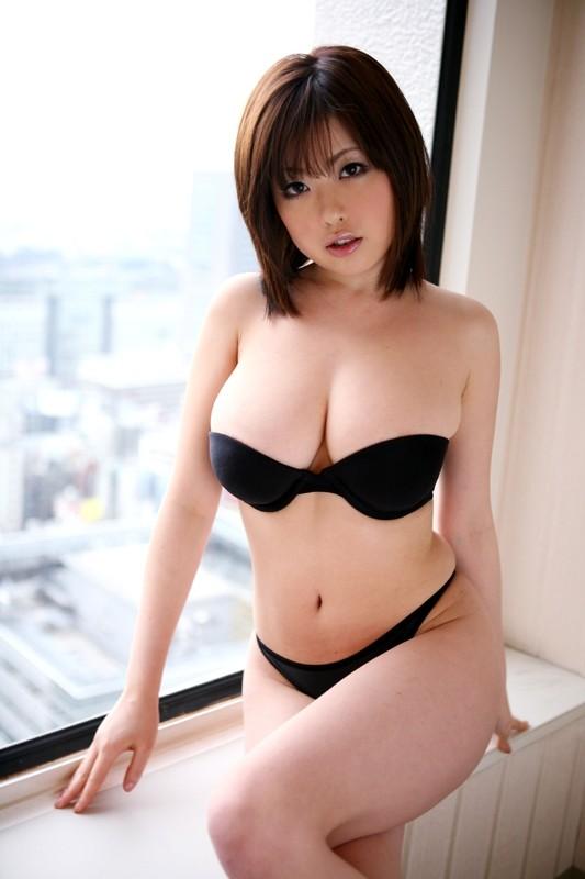【おっぱい】人気巨乳AV女優浜崎りおのエロ画像!【30枚】 11