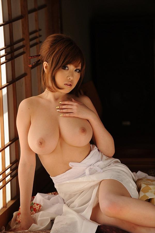 【おっぱい】人気巨乳AV女優浜崎りおのエロ画像!【30枚】 12