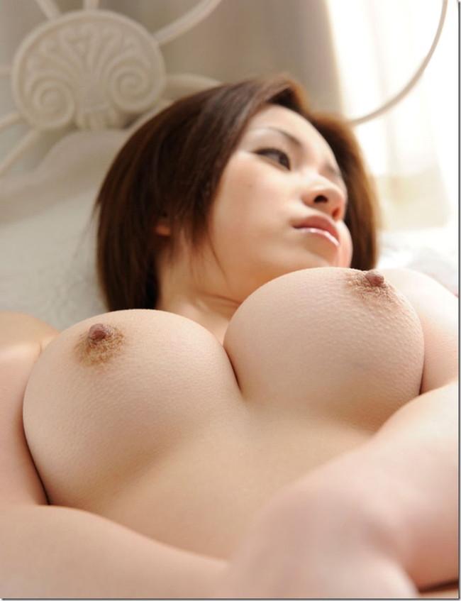 【おっぱい】様々な体位でおっぱいを眺められるエロ画像【30枚】 07