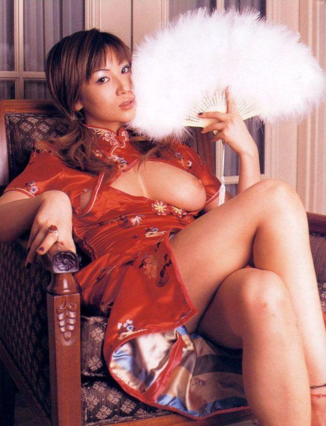 【おっぱい】おっぱいを強調しちゃうチャイナドレスのエロ画像!【30枚】 11