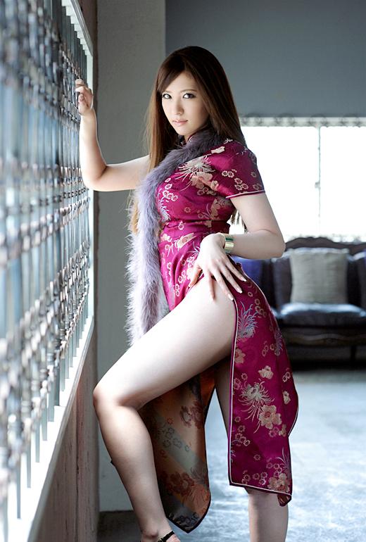 【おっぱい】おっぱいを強調しちゃうチャイナドレスのエロ画像!【30枚】 19