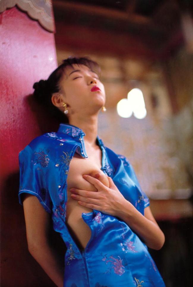 【おっぱい】おっぱいを強調しちゃうチャイナドレスのエロ画像!【30枚】 21