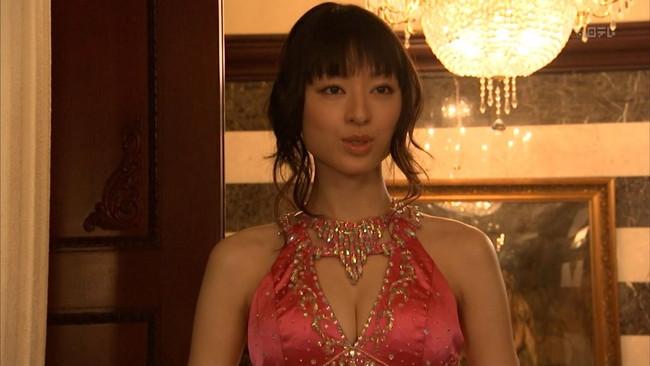 【おっぱい】おっぱいを強調しちゃうチャイナドレスのエロ画像!【30枚】 30