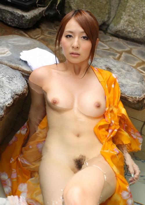 【おっぱい】お風呂で魅力的なヌードを見せつけてるお姉さんのエロ画像!【30枚】 22