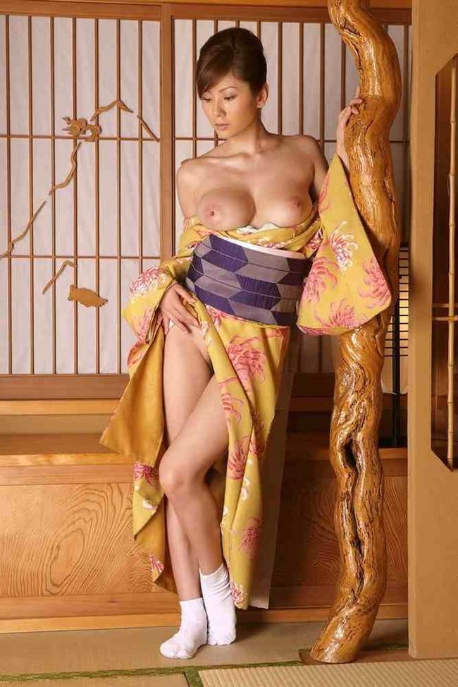 【おっぱい】和服がはだけておっぱいを露出しているお姉さんのエロ画像【30枚】 12