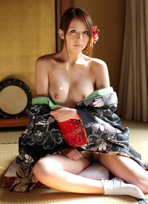 【おっぱい】和服がはだけておっぱいを露出しているお姉さんのエロ画像【30枚】 23
