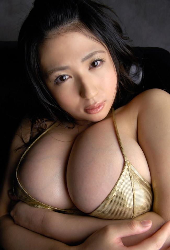【おっぱい】肉付きがいいおかげでセクシーな雰囲気が出ているお姉さんのエロ画像【30枚】 11