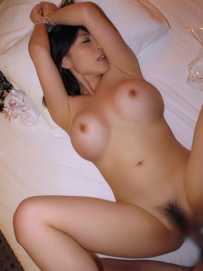 【おっぱい】躍動感を感じる巨乳美女がセックスをしているエロ画像【30枚】 04