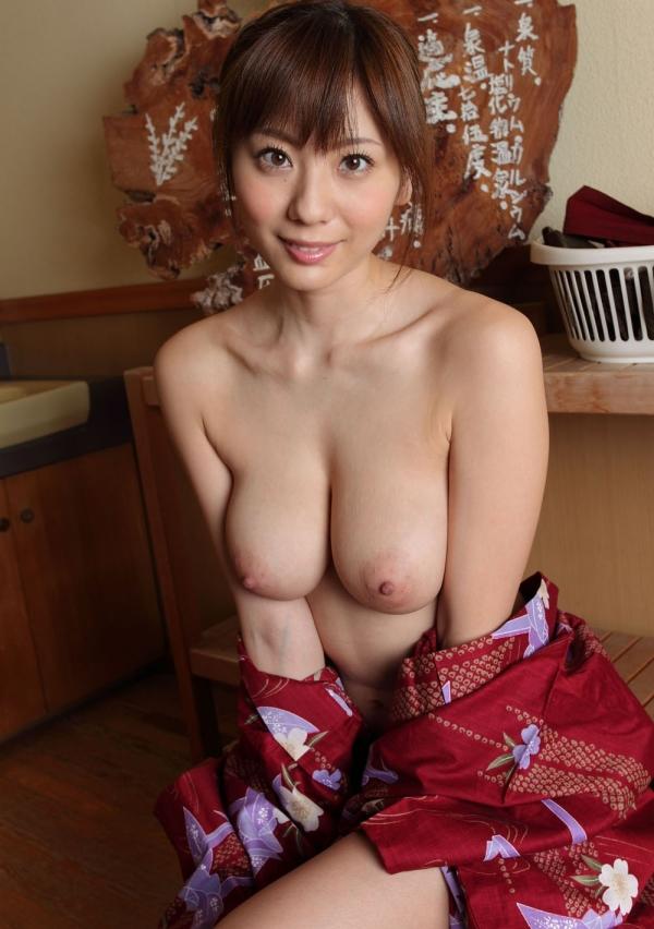 【おっぱい】温泉に浸かっている大きなおっぱいのお姉さんのエロ画像【30枚】 25