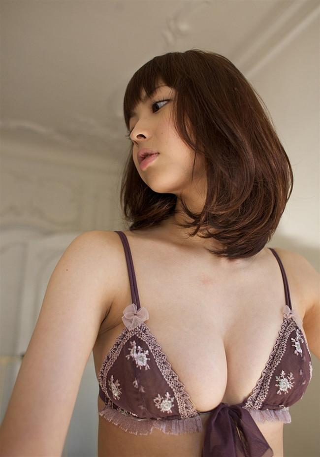 【おっぱい】柔らかそうなおっぱいが魅力的なお姉さんのエロ画像【30枚】 15