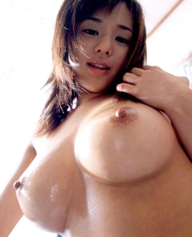 【おっぱい】乳首をビンビンに尖らせて誘ってくるお姉さんのエロ画像【30枚】 10